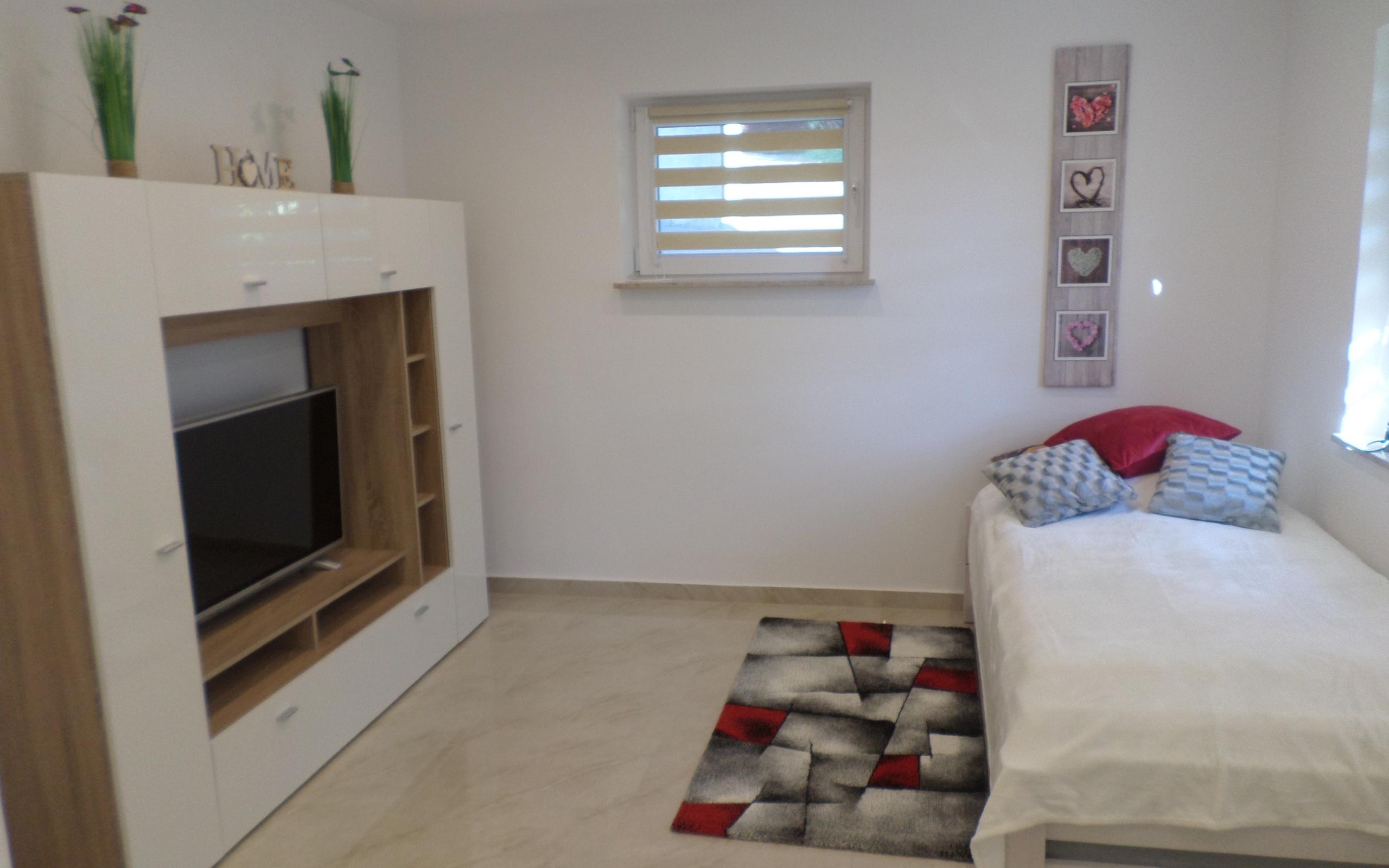 Schöne ruhige 1-Zimmer Wohnung / Küche / BAD / WC / SAT-TV ...